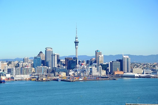 Auckland <a href='https://commons.wikimedia.org/wiki/Auckland#/media/File:Skyline_(7187438034).jpg'> Pier Alessio Rizzardi </a> licensed under <a href='https://creativecommons.org/licenses/by/2.0/'> CC BY 2.0</a>