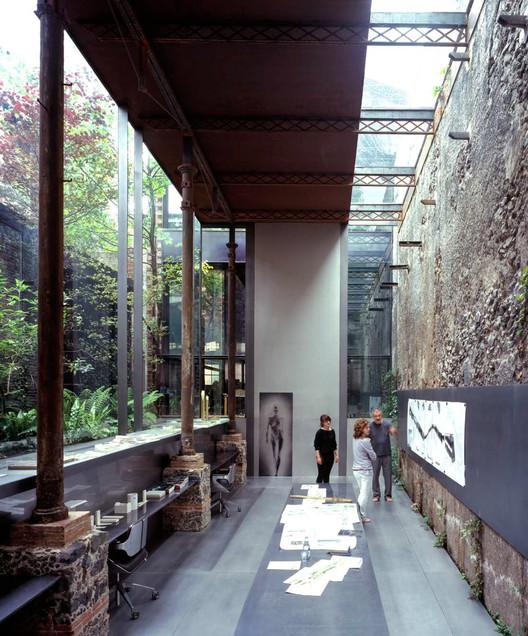 """Rafael Aranda do RCR Arquitectes: """"Estamos interessados em espaços que são paisagens"""", Laboratório Barberí / RCR Arquitectes. Image © Hisao Suzuki"""