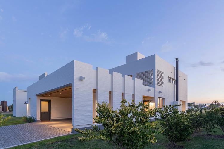 Casa Pátio / ARRILLAGA PAROLA Arquitectos, © Ramiro Sosa
