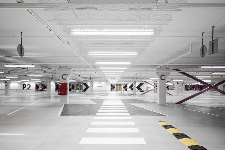 Easton Commercial Center / Lahdelma & Mahlamäki Architects