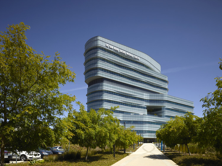 Jacobs Medical Center / CannonDesign	, © Christopher Barrett + Ethan Rohloff