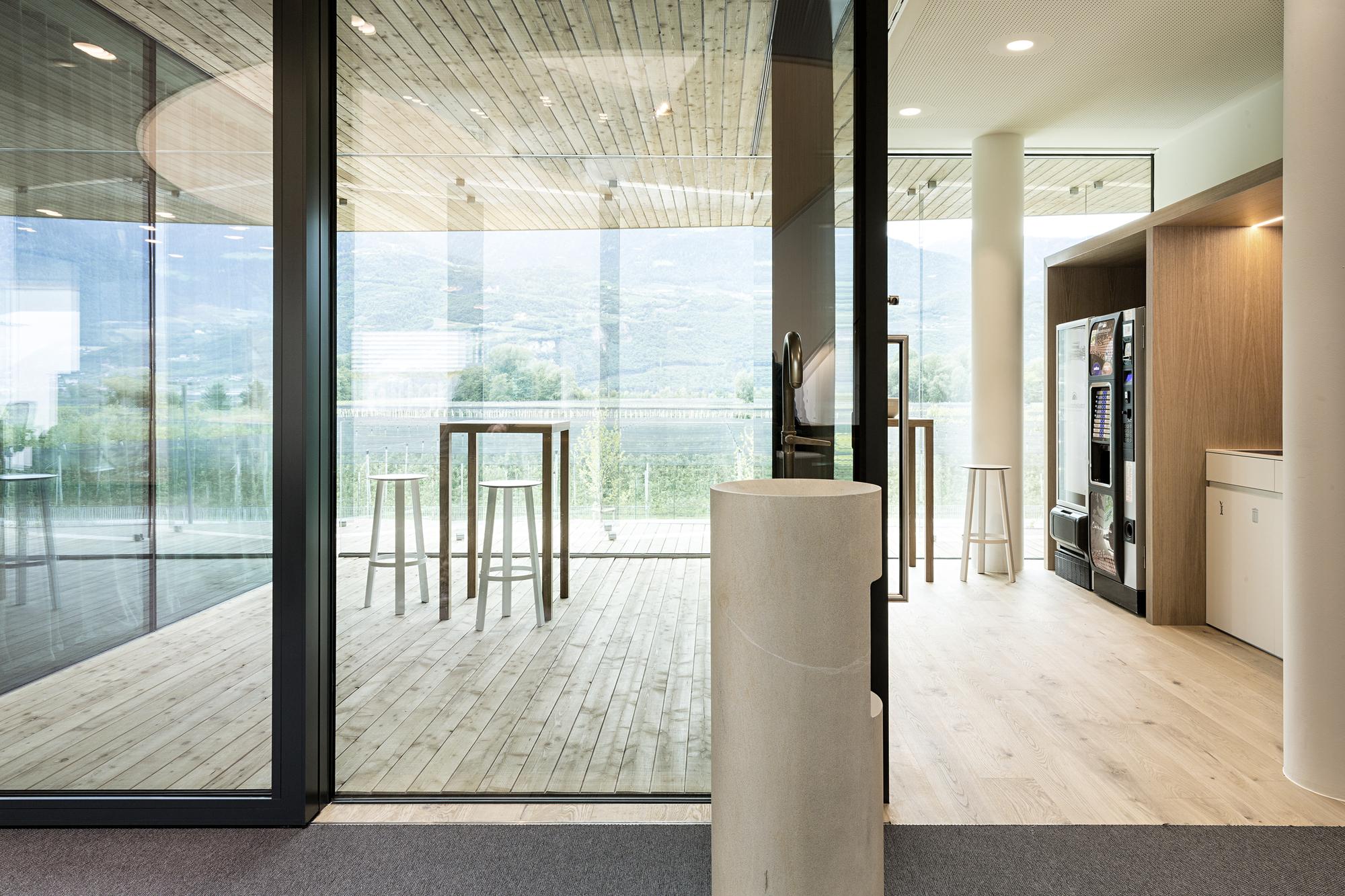 Galer a de oficinas centrales de schaer monovolume for Hotusa oficinas centrales