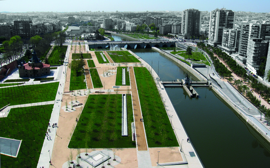 Parque Madrid Río / Burgos Garrido. . Image Cortesía de VII Premio de Arquitectura Ascensores Enor