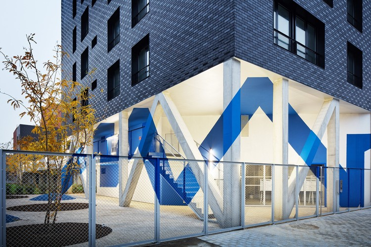 Social Housing /Atelier du Pont, © Takuji Shimmura
