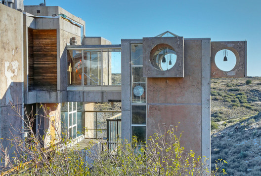 A view of Arcosanti. Image © Flickr user Jan Pauw. Licensed under CC BY 2.0