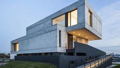 Casa Duas Caixas / Remy Arquitectos