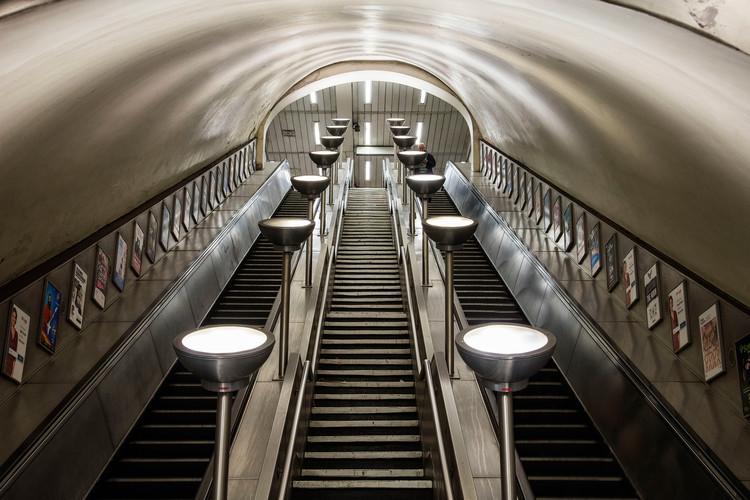 Conoce todos los detalles del Metro de Londres con esta guía ilustrada, Clapham Common / Charles Holden. Imagen © Will Scott para Blue Crow Media