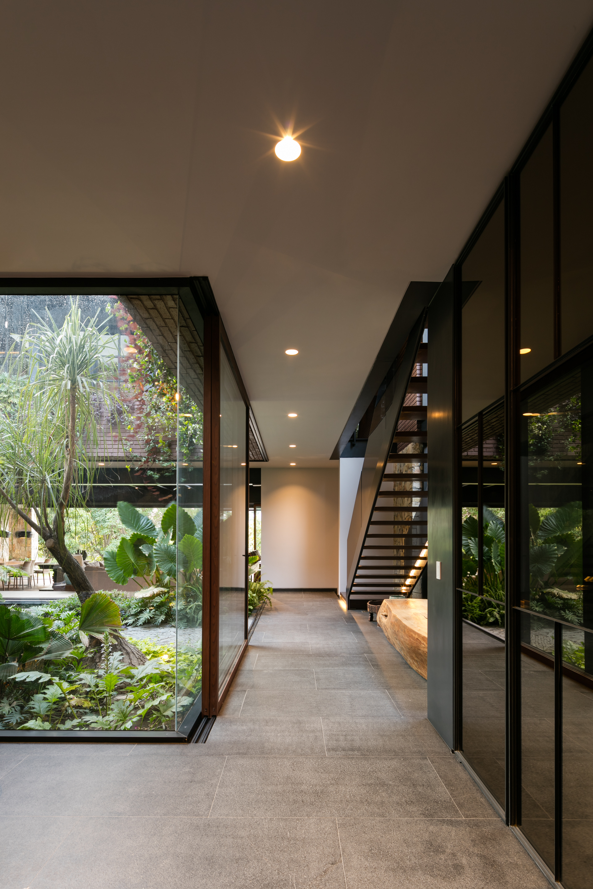gallery  house om ae arquitectos