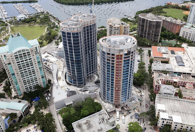 "New Photos and Renderings Show OMA's ""Park Grove"" Miami Towers as It Races Toward Completion, Construction photos - November 2017. Image Courtesy of OMA"