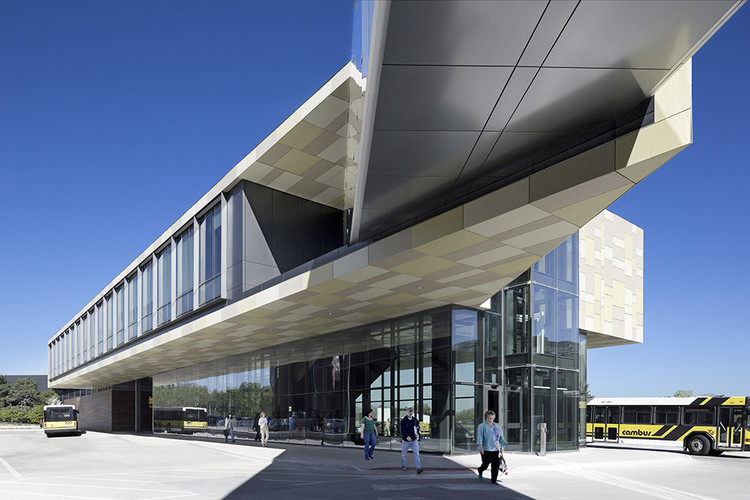 University of Iowa West Campus Transportation Center / Neumann Monson Architects, © Assassi Productions