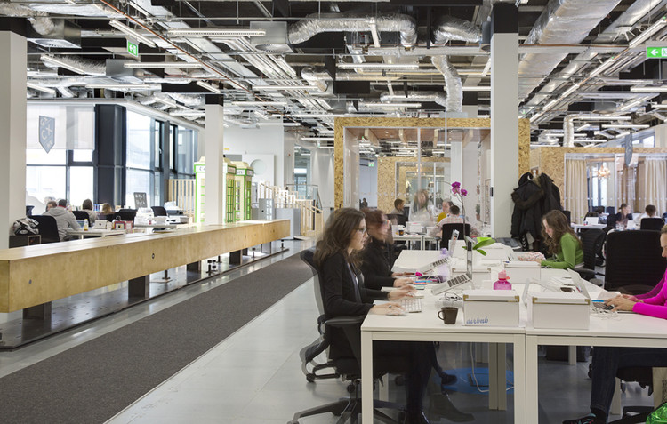 Why Open-Plan Offices Don't Work (And Some Alternatives That Do), <a href='https://www.archdaily.com/491468/airbnb-s-european-operations-hub-in-dublin-heneghan-peng-architects'>Airbnb's European Operations Hub in Dublin / Heneghan Peng Architects</a>. Image © Ed Reeve