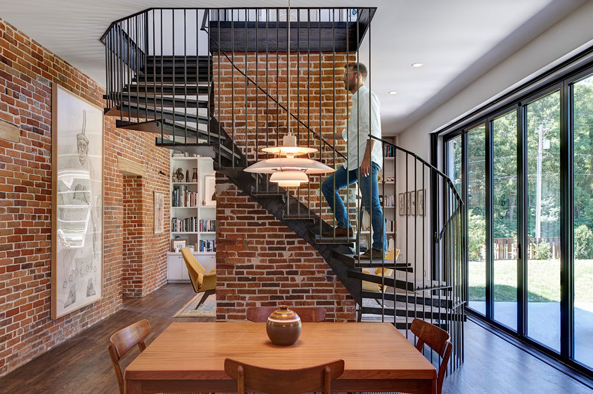 Foster road retreat neumann monson architects archdaily for Spiral staircase house