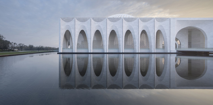 10 Images of Architecture Reflected in Water, © Yao Li