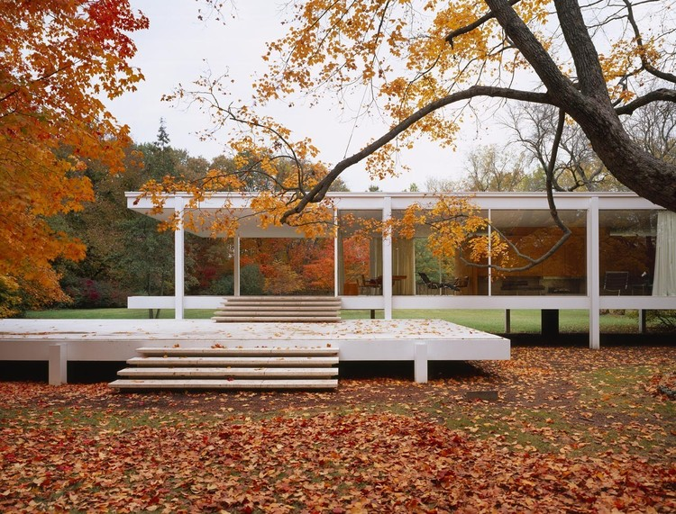 Works of Classic Architecture Captured During Autumnal Splendor, Fransworth House / Mies van der Rohe © Roland Halbe