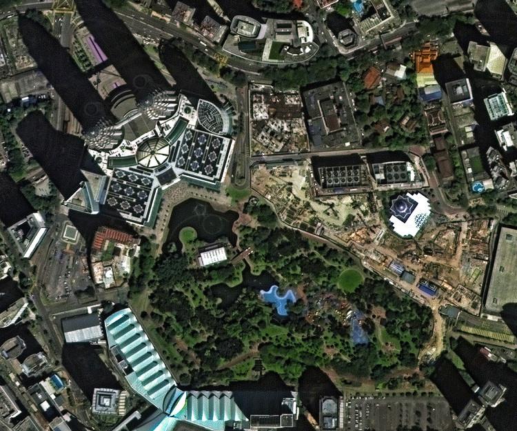 12 Projetos de Burle Marx vistos do espaço, Kuala Lumpur City Centre Park. Cortesia de Deimos Imaging