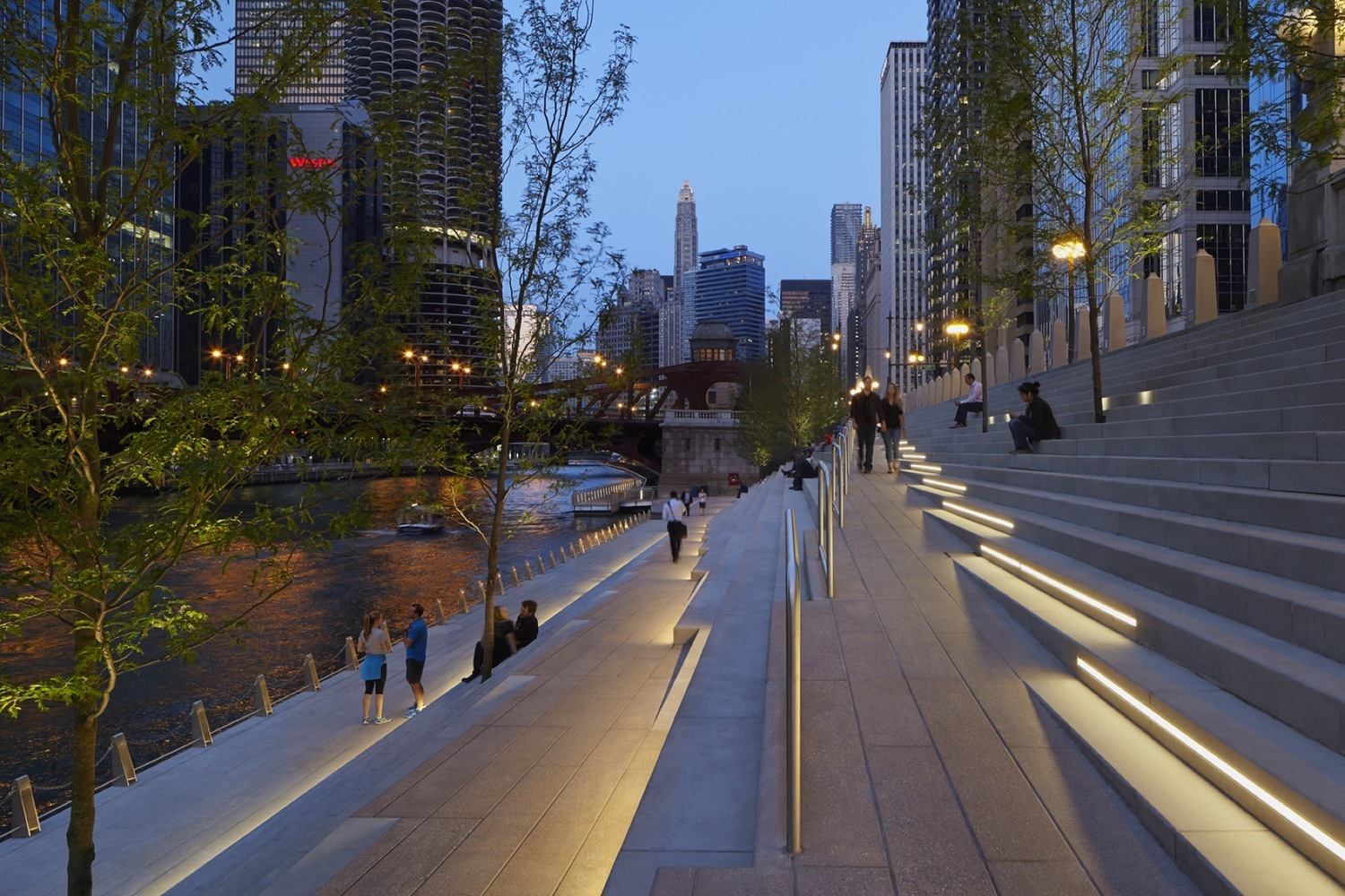 Gallery of This Mesmerizing Drone Footage Showcases the Success of the New Chicago Riverwalk - 9