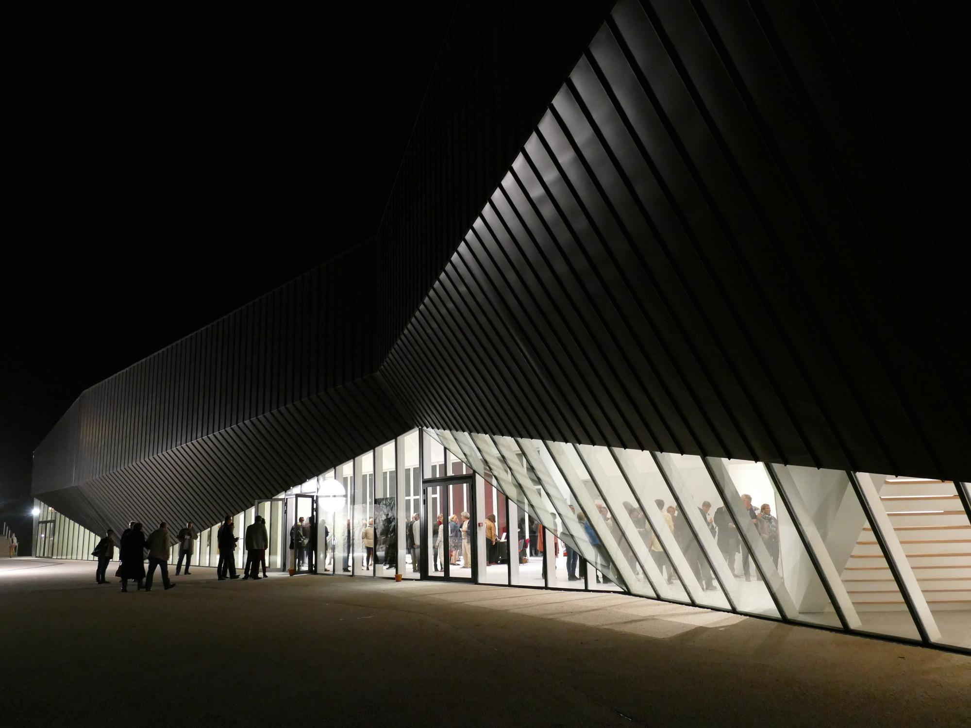 Galeria de centro de conven es haute saintonge tetrarc 21 for Haute saintonge
