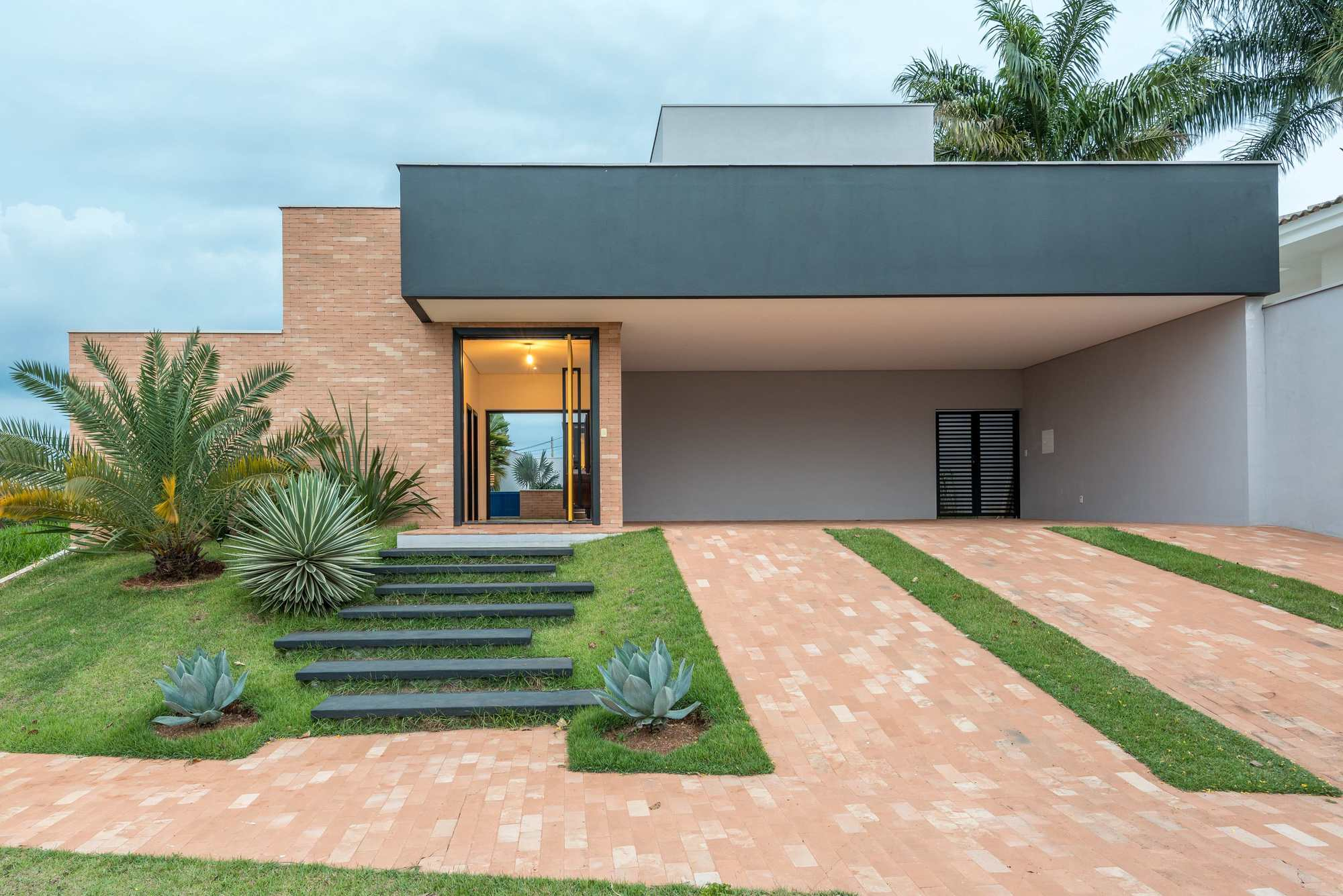 Casa cb laje 54 arquitetura archdaily brasil for Modelos de casas procrear clasica