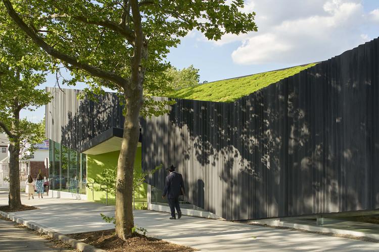 Kew Gardens Hills Library / WORKac, © Bruce Damonte