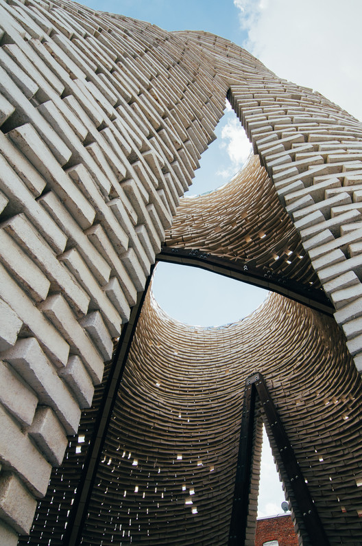 The Living's MoMA PS1 Young Architects Program installation, Hy-Fi, was constructed using bricks grown from mushroom. Image © Andrew Nunes
