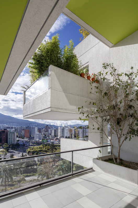 PERMEABLE LIVING Building / Arquitectura X