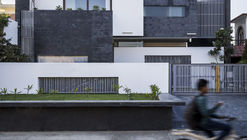 Residence 913  / Charged Voids