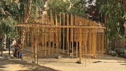 Estudiantes construyen pabellón de bambú suspendido con cuerdas y uniones impresas en 3D