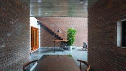 V3 HOUSE / TNT architects
