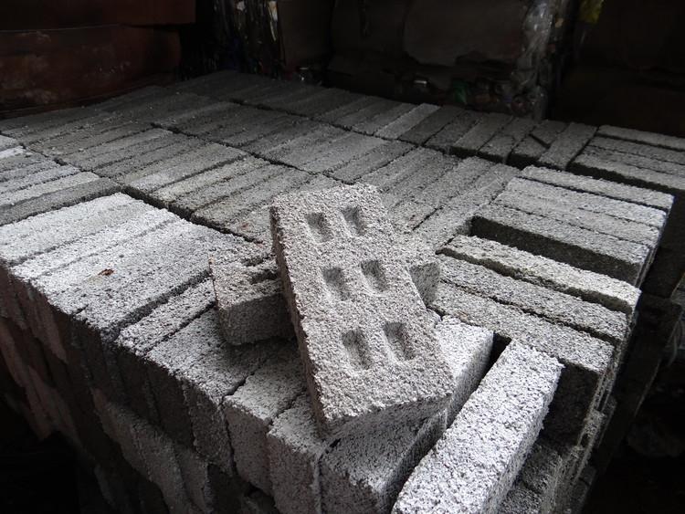 Organización argentina propone ladrillos fabricados con desechos de plástico para construir viviendas sociales, Cortesía de Fundación Ecoinclusión
