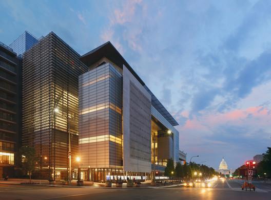 Newseum / Freedom Forum Foundation World Headquarters (2008). Image © Jeff Goldberg/Esto