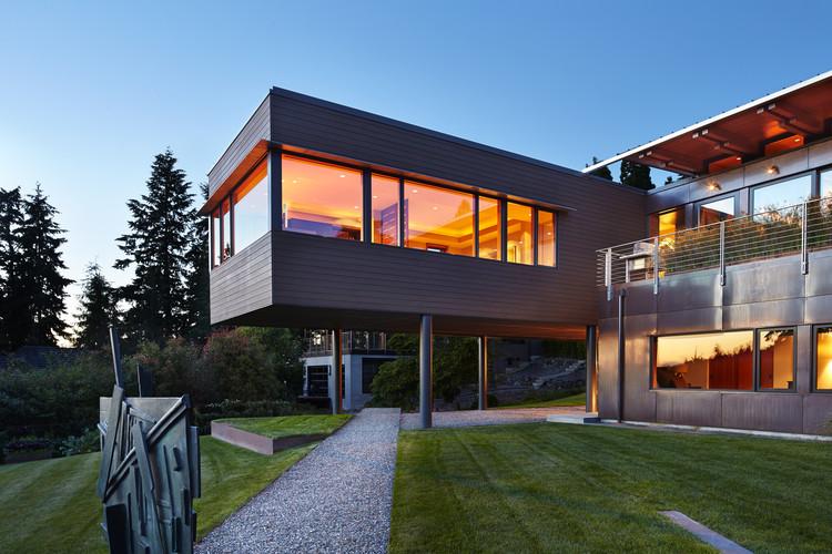 Brook Bay Residence / SKL Architects, © Benjamin Benschneider