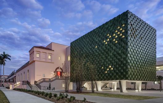 The Center for Asian Art at the Ringling Museum of Art / Machado Silvetti. Image © Anton Grassl / Esto