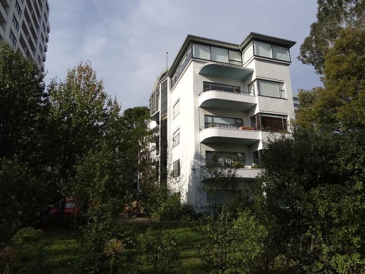 Mary Turner Shaw: a arquitetura moderna na habitação coletiva australiana , Newburn Flats, 1941. Imagem via Wikipedia de Enricotjiupek. Licença CC BY-SA 3.0