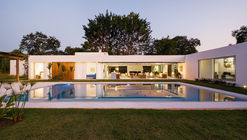 Casa TSJ 01 / Studio Gabriel Garbin Arquitectura