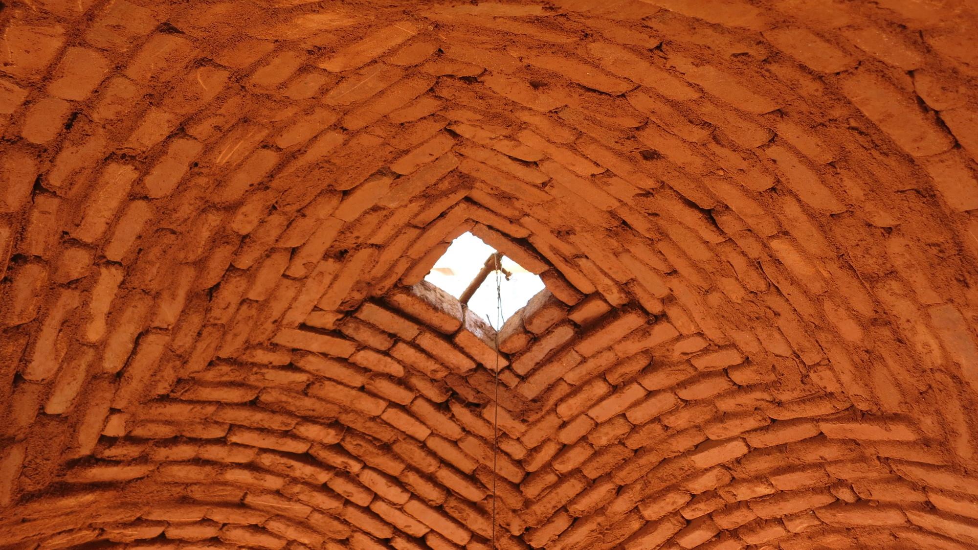 Auroville Entre Arcos B Vedas Y Domos De Ladrillo