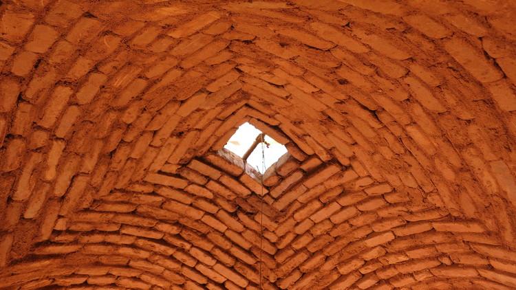 Auroville: entre arcos, bóvedas y domos de ladrillo, © Cynthia Ayarza