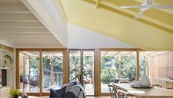 Joyful House / Mihaly Slocombe