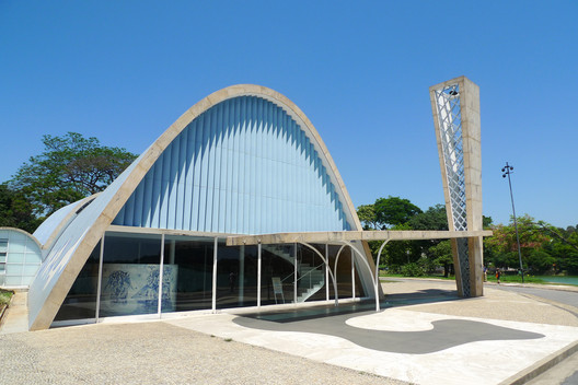 Church of Saint Francis of Assisi, Pampulha. Image © <a href='https://www.flickr.com/photos/56218409@N03/5198791347/'>Flickr user Matthias Ripp</a> licensed under <a href='https://creativecommons.org/licenses/by/2.0/'>CC BY 2.0</a>
