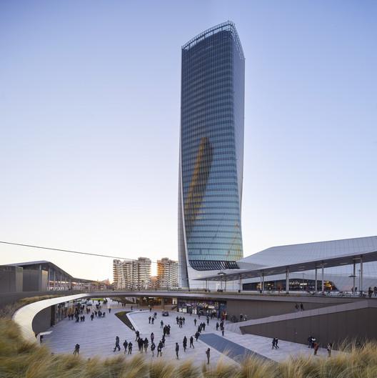 CityLife Shopping District / Zaha Hadid Architects