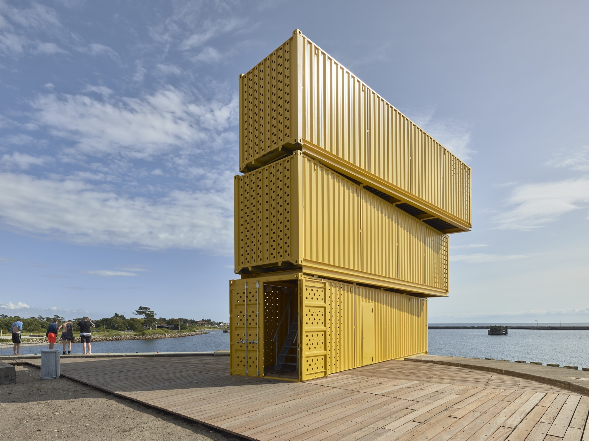 Water sports center halsskov sweco architects archdaily for Architecte maison container