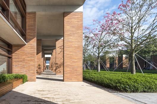 Xiao Jing Wan University; Shenzhen, China / Foster + Partners with GDI © Nigel Young