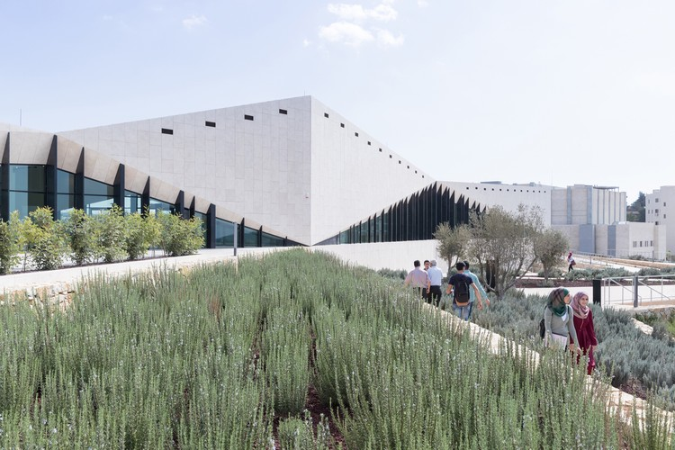 The Palestinian Museum; Birzeit, Palestine / Heneghan Peng Architects with Arabtech Jardaneh © Iwan Baan