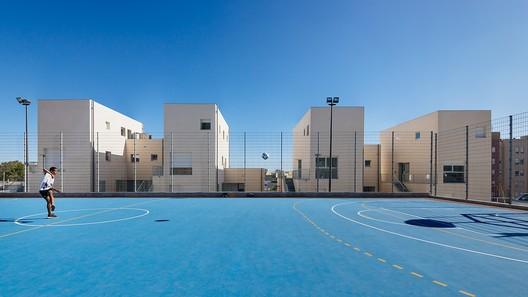 Social Housing in Bairro Padre Cruz; Lisbon, Portugal / Orange - Arquitectura e Gestão de Projecto with Bruno Silvestre Architecture and D Sul © Eduardo Nascimento
