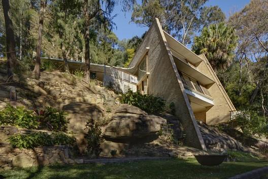 Cabbage Tree House; Bayview, Australia / Peter Stutchbury Architecture © Michael Nicholson