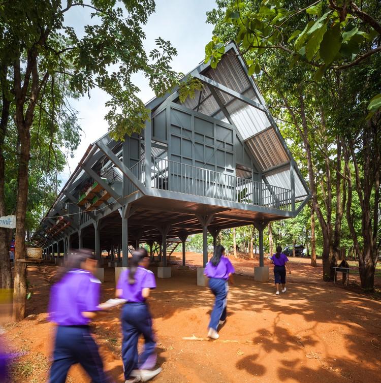 Baan Huay Sarn Yaw - Post Disaster School; Chiang Rai, Thailand / Vin Varavarn Architects © Pirak Anurakyawchon