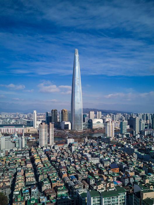 Lotte World Tower; Seoul, South Korea / KPF. Image Courtesy of CTBUH