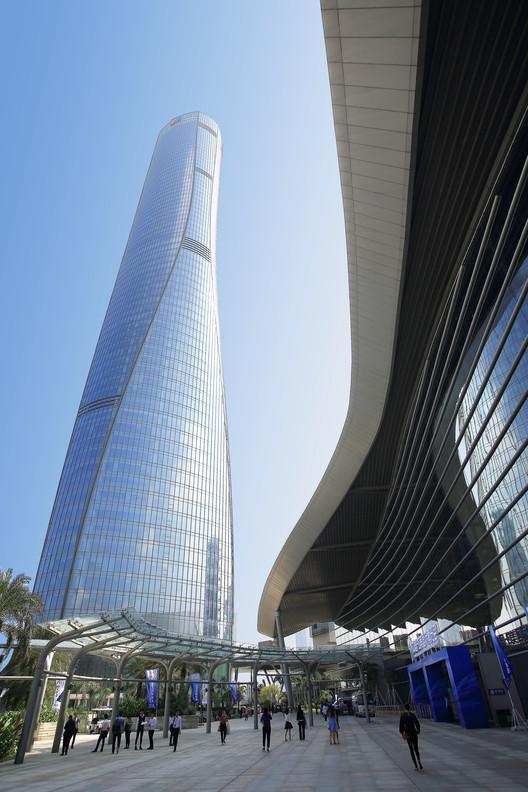 Zhuhai St. Regis Hotel & Office Tower; Zhuhai, China / Coscia Moos Architecture + RMJM. Image © Jason Leung