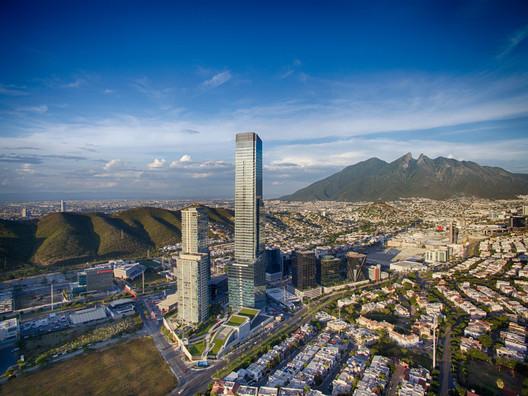 Torre KOI; San Pedro Garza García, Mexico / VFO Arquitectos (master plan by HOK). Image © IDEI