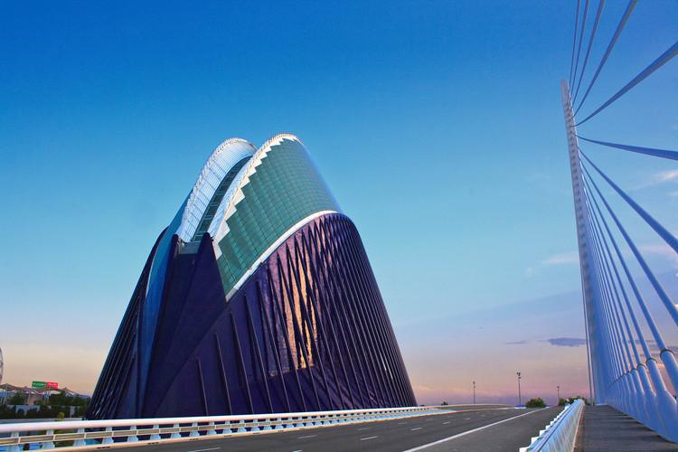 Nueve estudios de arquitectura compiten por diseñar el nuevo CaixaForum de Valencia , Ágora de la Ciudad de las Artes y las Ciencias de Valencia, edificio que albergará CaixaForum Valencia. Image © mario lopez [Flickr], bajo licencia CC BY-NC-ND 2.0