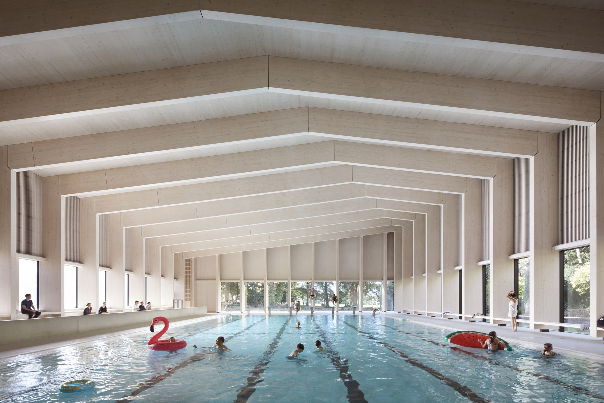 Freemen s school swimming pool hawkinsbrown archdaily for Pool design book